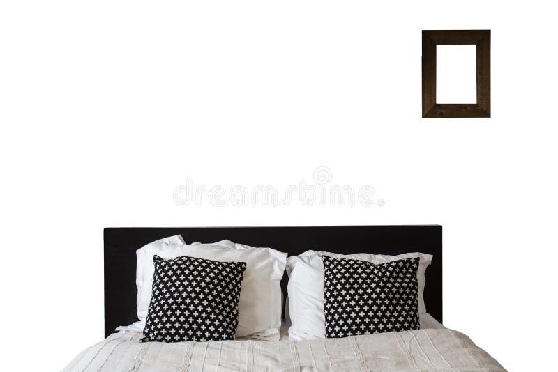 Bed met leeg die kader op Witte Achtergrond wordt geïsoleerd Koningin - Grootte Houten Bed, slaapkamermeubilair stock foto