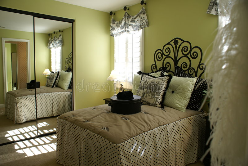 Download Bed Room French Royalty Free Stock Images - Image: 9267059