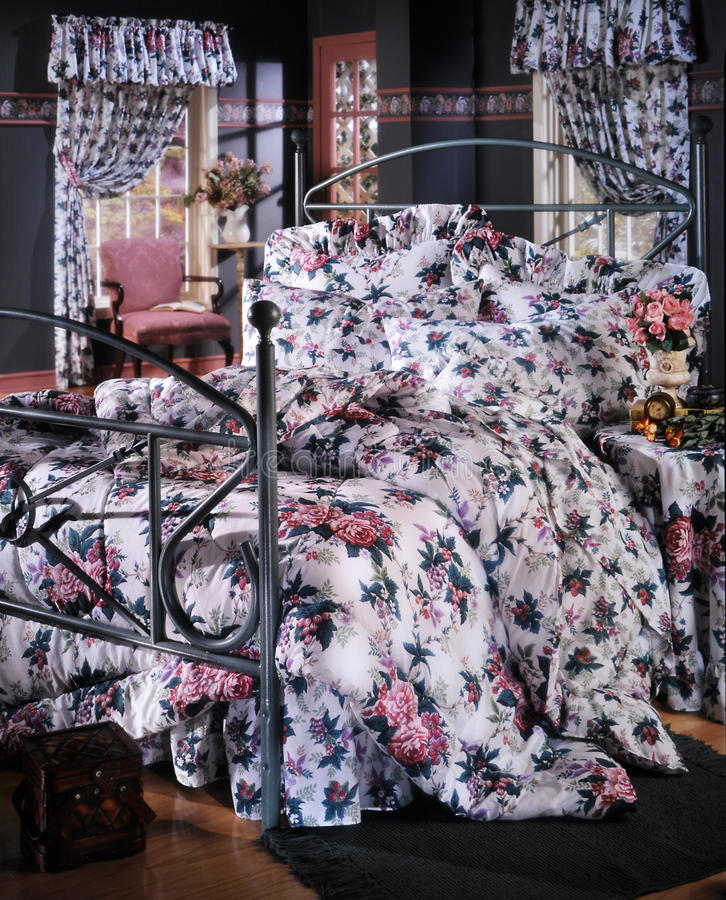 Download Bed Room Set With Bedding Stock Photography - Image: 19245172