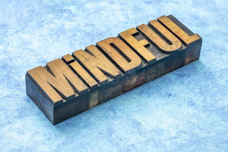Bedachtzaam woord in houten type royalty-vrije stock foto's