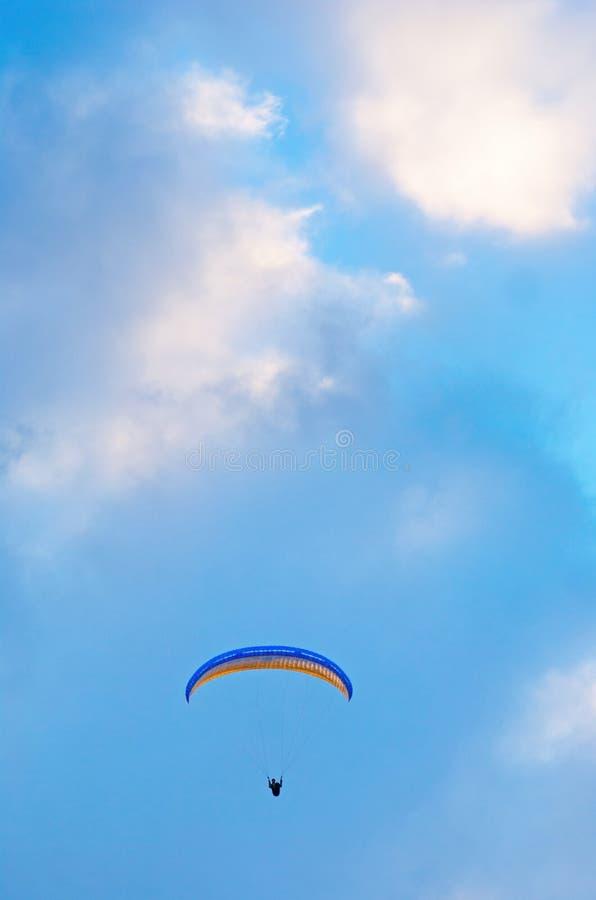 Download Bedeutungssegelflugzeug stockbild. Bild von punkte, freizeit - 26350455