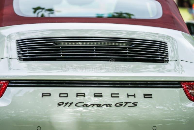Bedford, Bedfordshire, Gro?britannien 2. Juni 2019 Fragment von weißen carrera Porsche 911 gts lizenzfreie stockfotos