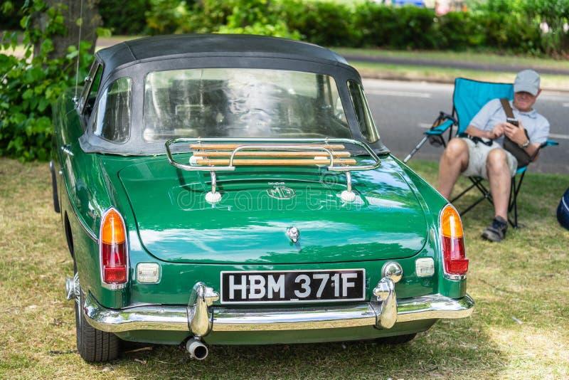 Bedford, Bedfordshire, Reino Unido 2 de junho de 2019 Festival de viajar de automóvel O MGB é um carro de esportes que seja produ foto de stock royalty free