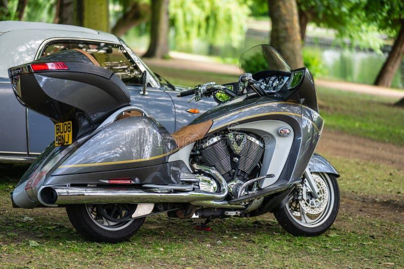 Bedford, Bedfordshire, Reino Unido 2 de junio de 2019 Festival de viajar en automóvili, fragmento de Victory Motorcycle imagen de archivo libre de regalías