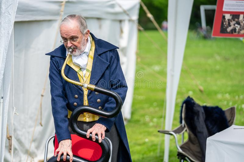 Bedford, Bedfordshire, UK Maj 19,2019 Wąż jest basowym wiatrowym instrumentem Bezpłatny społeczności wydarzenie w Bedford parku obrazy stock