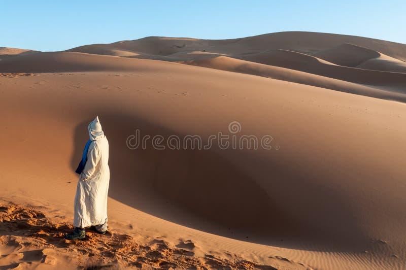 Bedouin nel deserto di Sahara immagine stock libera da diritti