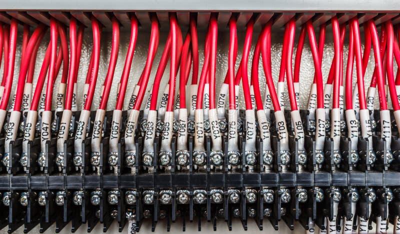 Bedrading -- Controlebord met draden industriële fabriek royalty-vrije stock afbeelding