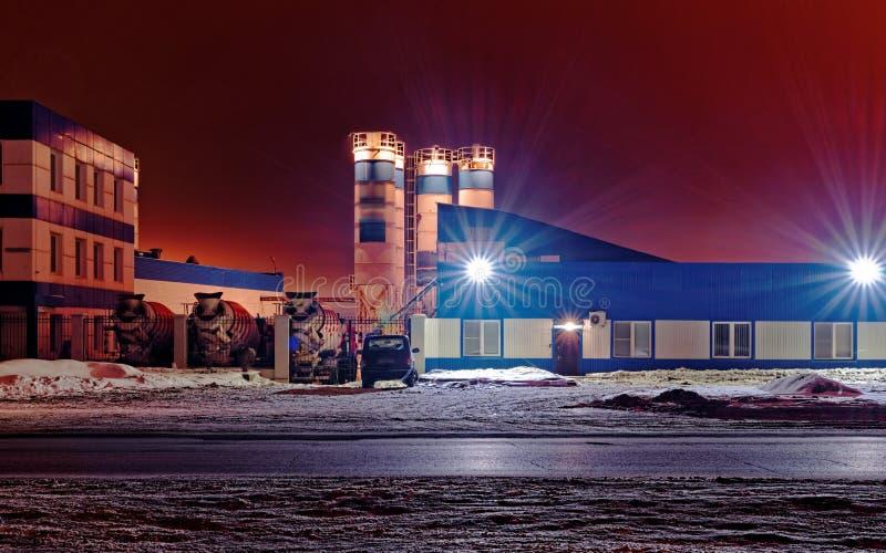 Bedrijf bij nacht Nachtmening van royalty-vrije stock afbeelding