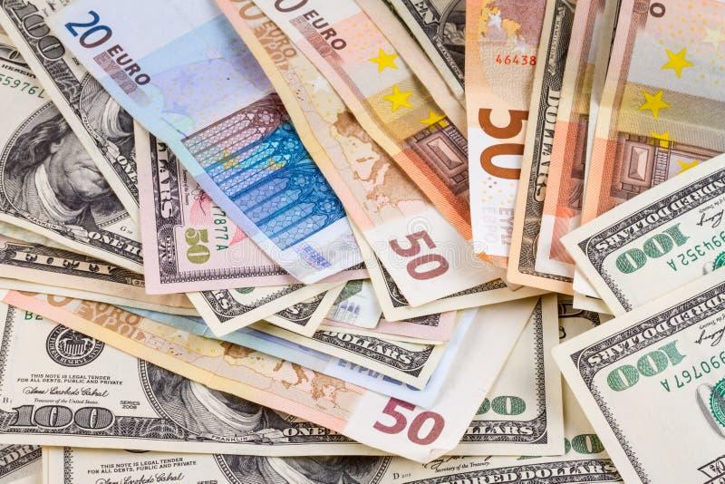 Bedrijfs abstracte achtergrond - bankbiljetten van dollars en euroclose-up royalty-vrije stock fotografie