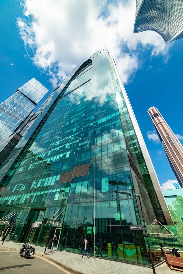 Bedrijfs complex 'Imperium '— 60 verdiepingswolkenkrabber, die de ruimte van het klassena bureau, flats en openbare ruimten combi stock afbeelding
