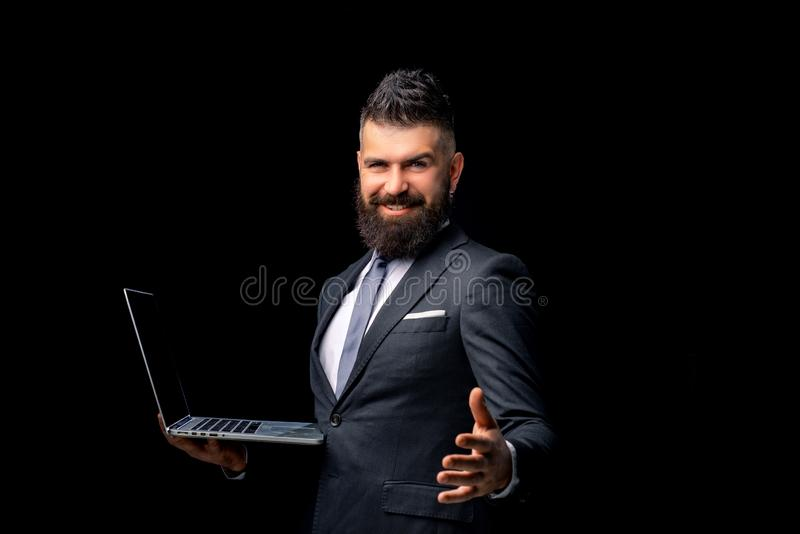 Bedrijfs concept Portret van het glimlachen van zakenman het schudden handen Concept vennootschap in zaken Zeker lachen stock foto