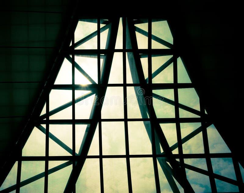Bedrijfs de bouwbinnenland, zonnestraal over de bouw van dak, structur stock foto