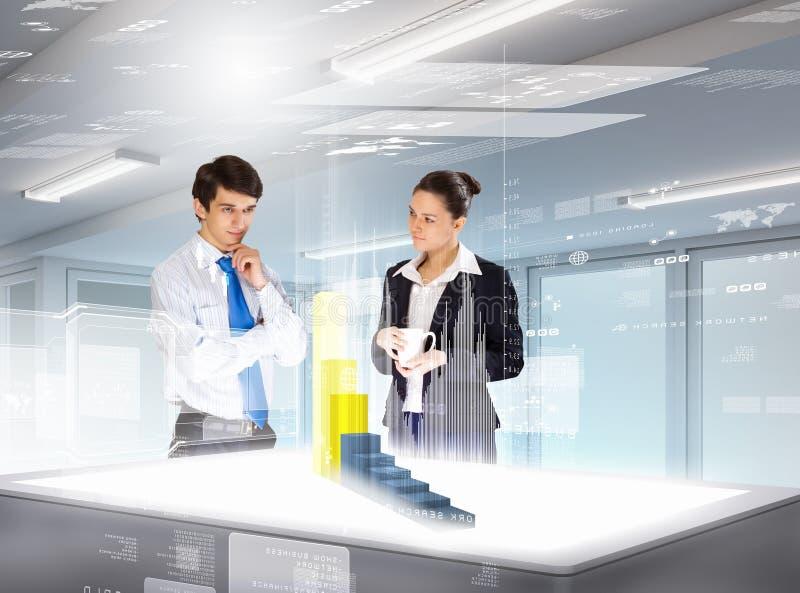 Download Bedrijfs En Innovatietechnologieën Stock Afbeelding - Afbeelding bestaande uit hoog, mannetje: 29511425