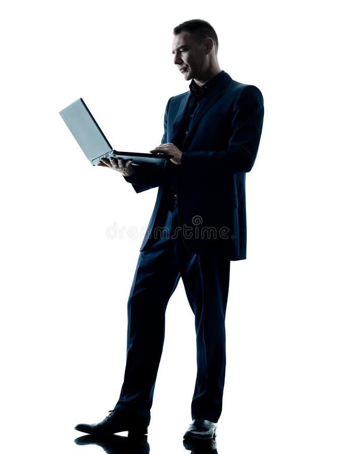 Bedrijfs geïsoleerd silhouet tussen mens en computer royalty-vrije stock fotografie
