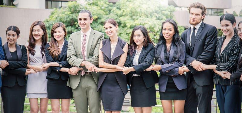 Bedrijfs internationaal groepswerk, het concept van het Eenheids samen groepswerk royalty-vrije stock foto