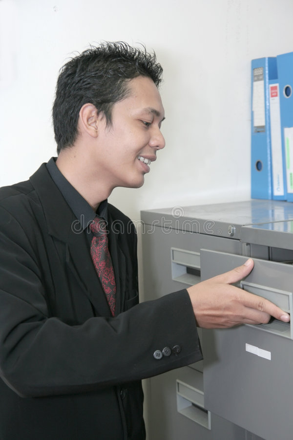 Bedrijfs mens in bureau stock foto's