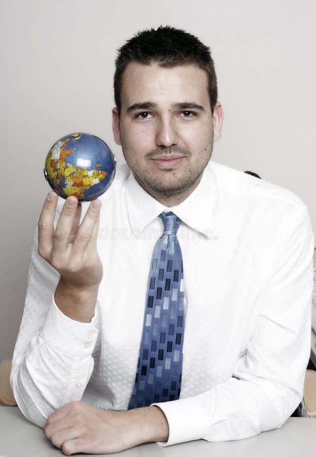 Bedrijfs mens die een bol houdt royalty-vrije stock fotografie