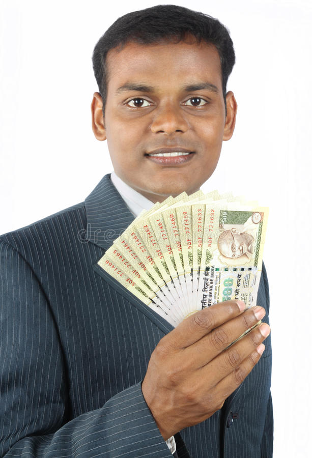 Bedrijfs mens die Indisch geld houdt stock fotografie