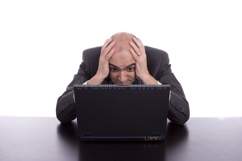 Bedrijfs mens die met laptop werkt royalty-vrije stock foto