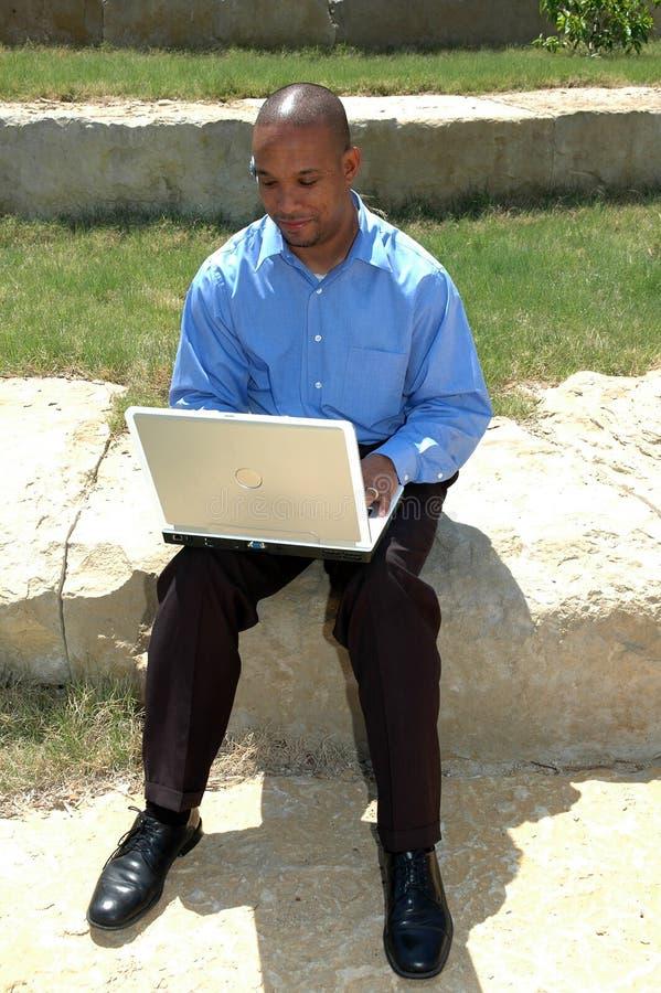 Bedrijfs Mens met Laptop stock fotografie