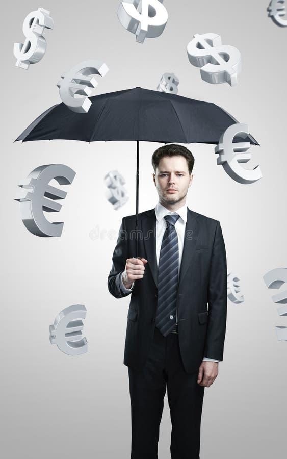Bedrijfs mens onder evro en dollartekensregen royalty-vrije stock fotografie