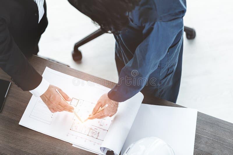 Bedrijfs Mens op Kantoor stock foto's