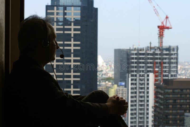 Bedrijfs mens in zijn bureau stock fotografie
