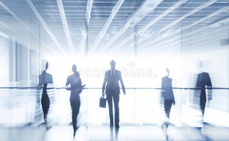 Bedrijfs mensen in bureau royalty-vrije stock afbeelding