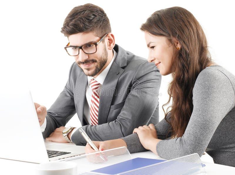 Bedrijfs mensen die aan laptop werken stock foto's