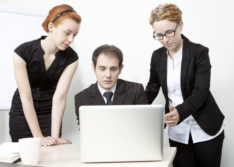 Download Bedrijfs Mensen Die Een Vergadering Hebben Stock Foto - Afbeelding bestaande uit gesprek, zaken: 29504978