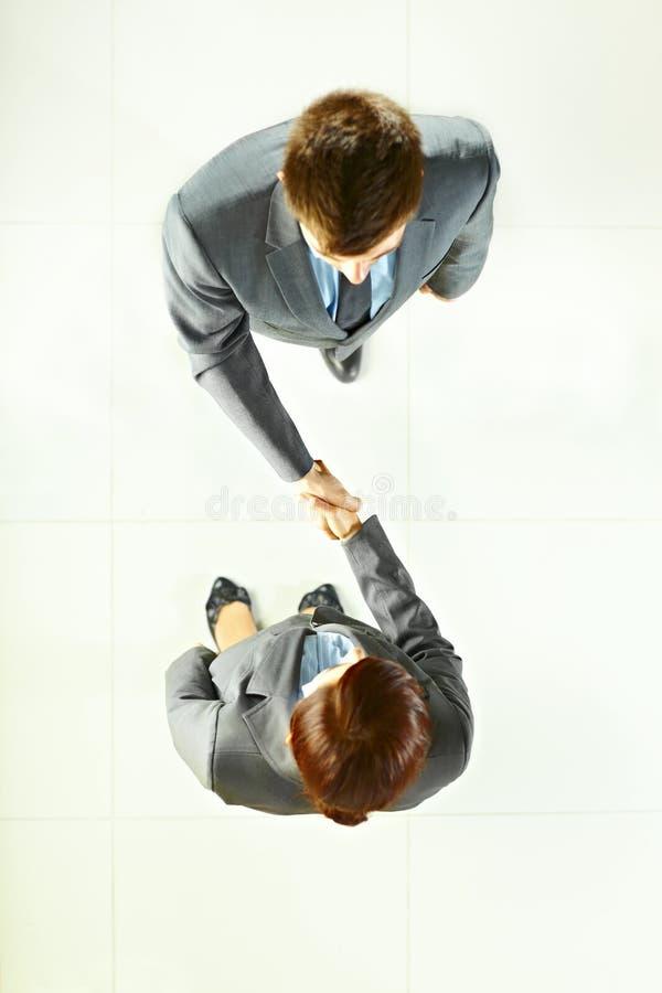 Bedrijfs mensen die handen schudden stock fotografie