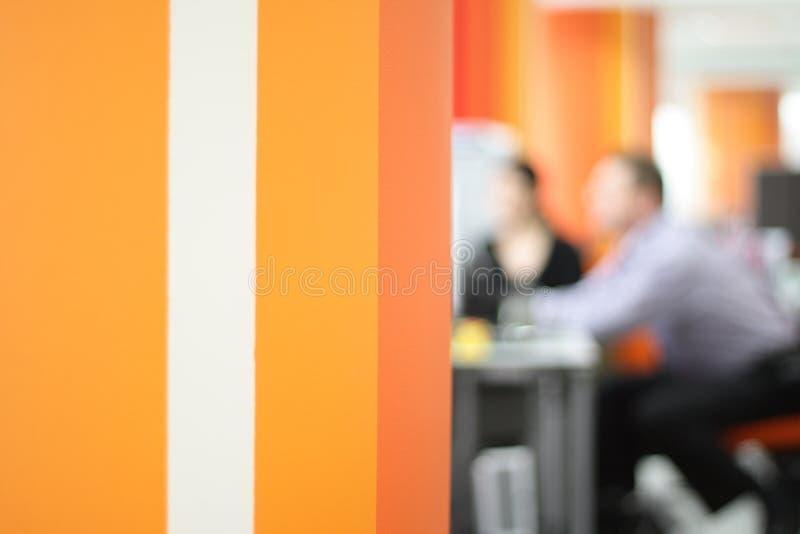 Bedrijfs mensen die in het bureau werken royalty-vrije stock afbeeldingen