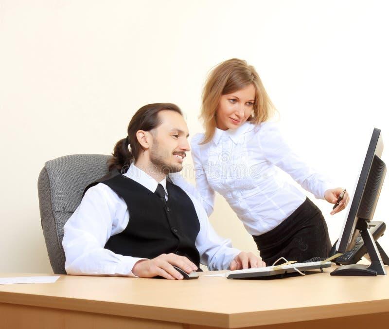 Bedrijfs mensen die op kantoor werken stock afbeeldingen