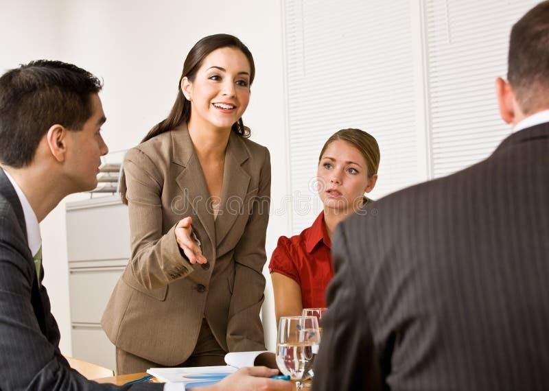 Bedrijfs mensen in een vergadering royalty-vrije stock fotografie