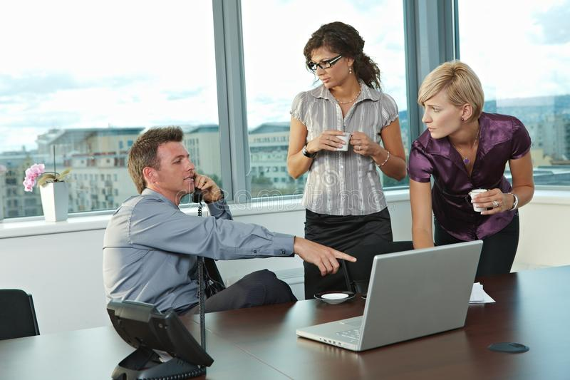 Bedrijfs mensen op kantoor stock foto