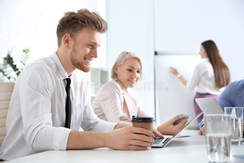 Bedrijfs mensen op vergadering Professionele mededeling royalty-vrije stock fotografie