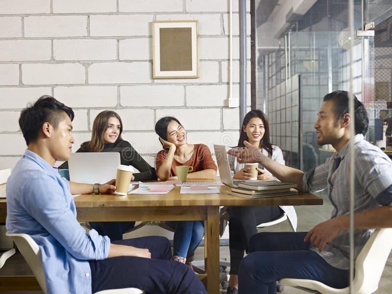 Bedrijfs Mensen in Vergadering stock foto