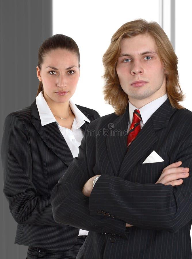 Bedrijfs paar op grijze achtergrond royalty-vrije stock afbeeldingen