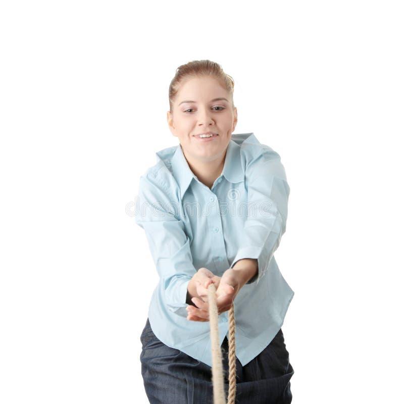 Bedrijfs vrouw die de kabel trekt stock fotografie