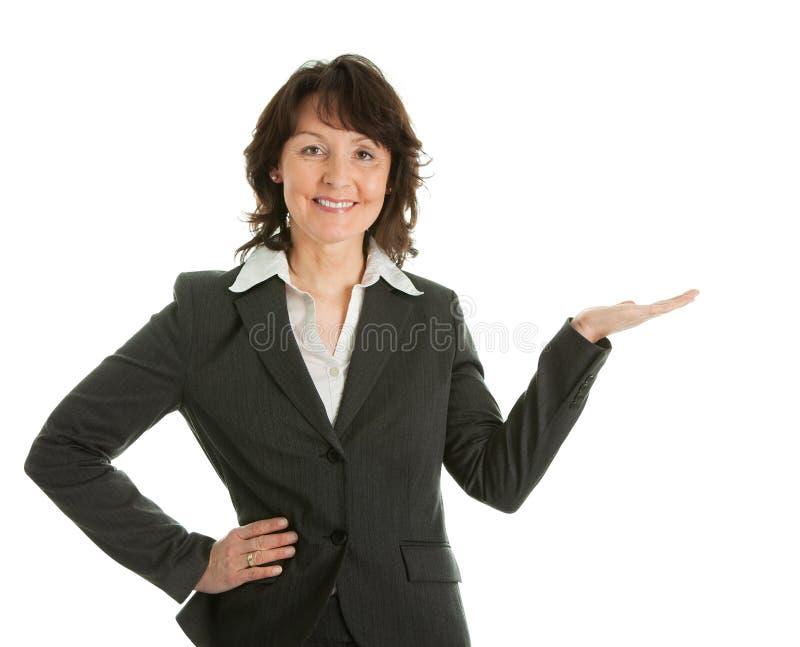Bedrijfs vrouw die een product preseting stock foto