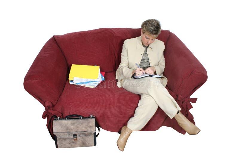 Bedrijfs Vrouw Die Thuis Aan Laag Werkt Royalty-vrije Stock Afbeeldingen
