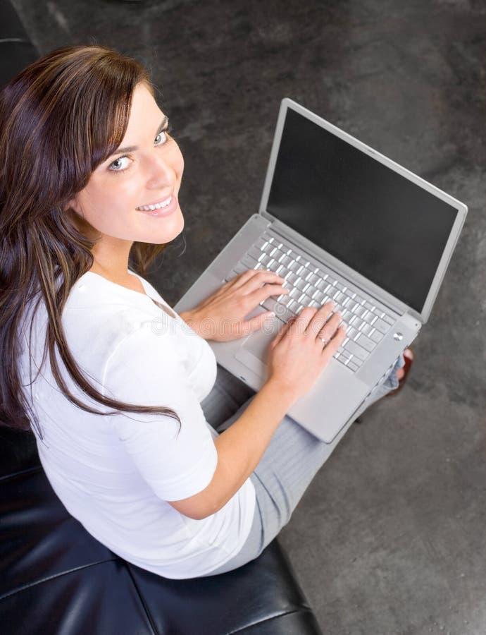 Bedrijfs vrouw een modern bureau