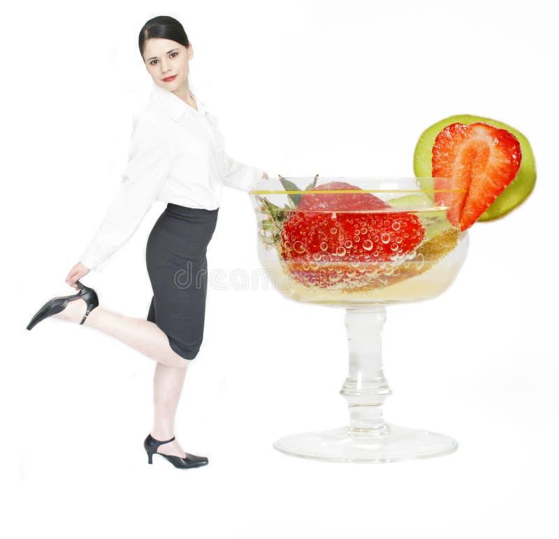 Bedrijfs vrouw en cocktail royalty-vrije stock afbeelding