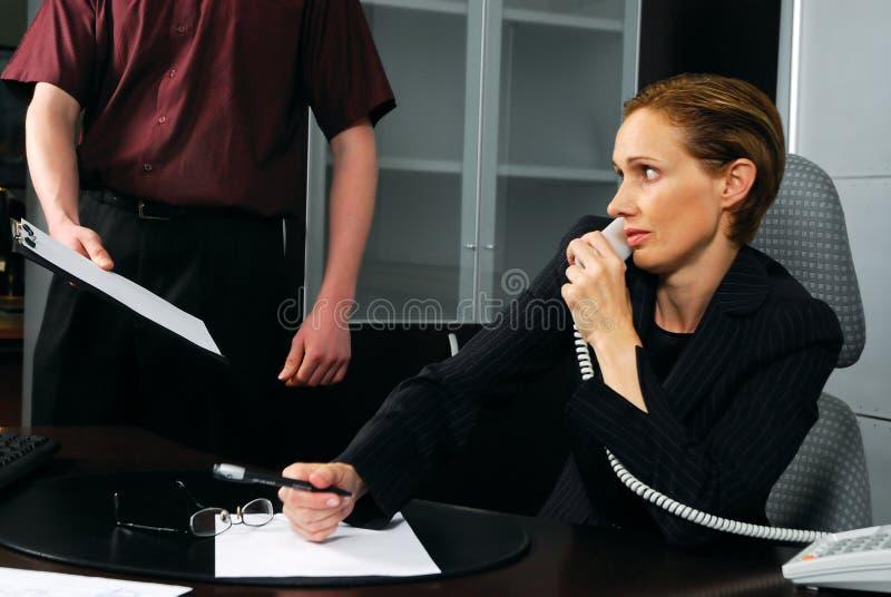 Bedrijfs vrouw en werknemer royalty-vrije stock afbeelding