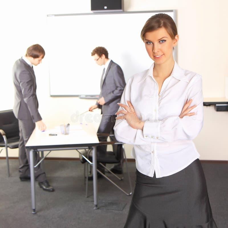 Bedrijfs vrouw met teampartners royalty-vrije stock foto