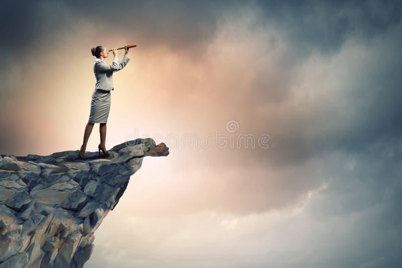 Download Bedrijfs Vrouw Met Telescoop Stock Foto - Afbeelding bestaande uit kaukasisch, growth: 29511424