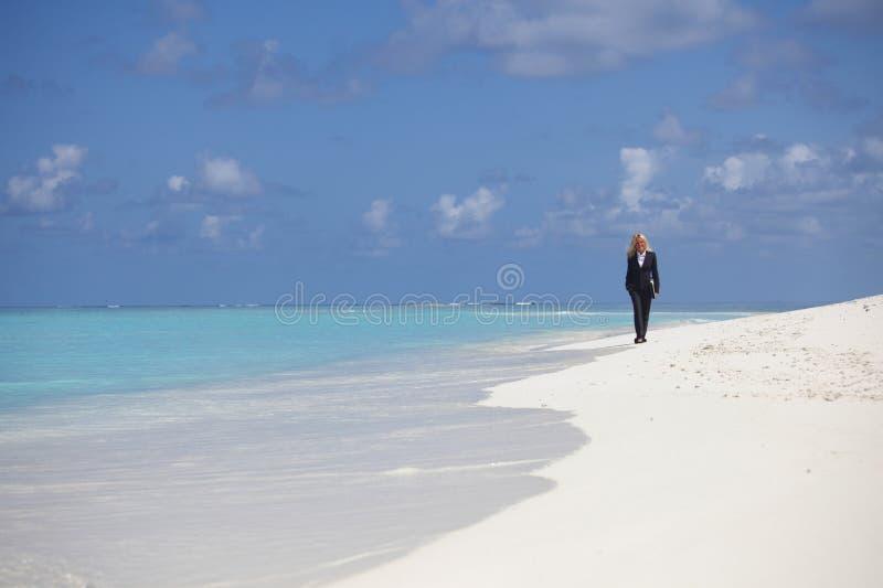 Bedrijfs vrouw op de oceaankust royalty-vrije stock foto's