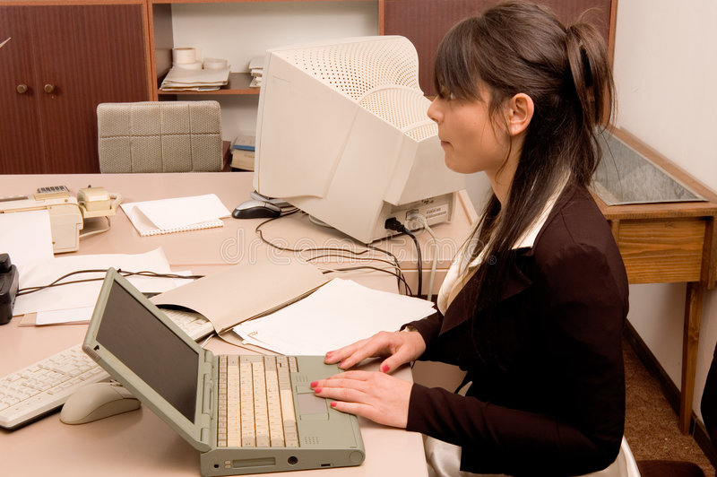 Bedrijfs vrouw op het kantoor stock foto's