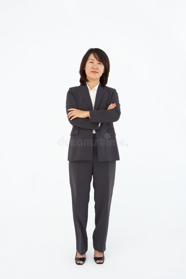 Bedrijfs vrouwen die zich in pak bevinden royalty-vrije stock fotografie