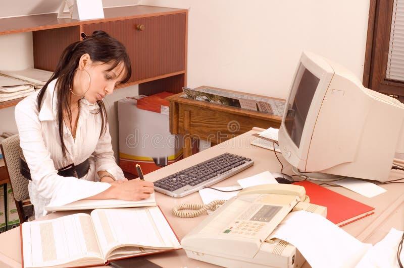 Bedrijfs vrouwen op kantoor royalty-vrije stock afbeelding